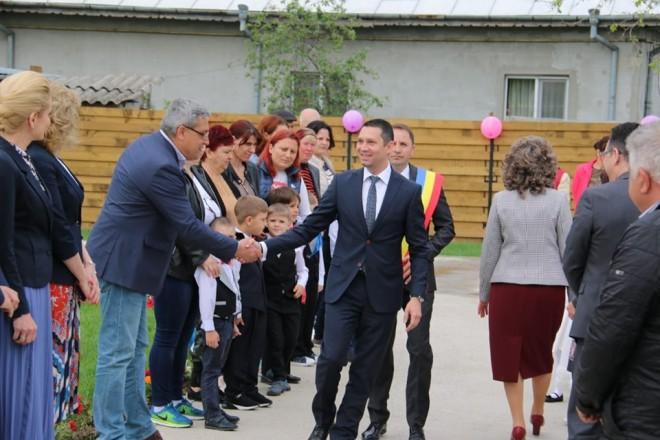 Noua gradinita din Tomsani, inaugurata astazi. Presedintele CJ Prahova si deputati prahoveni, prezenti la eveniment