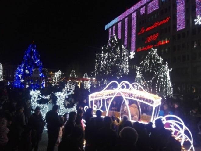 Bai, voi ati innebunit?! Consiliul Concurenței: Ploieștiul a plătit, pentru iluminat festiv, 87% din valoarea contractului pentru iluminat public