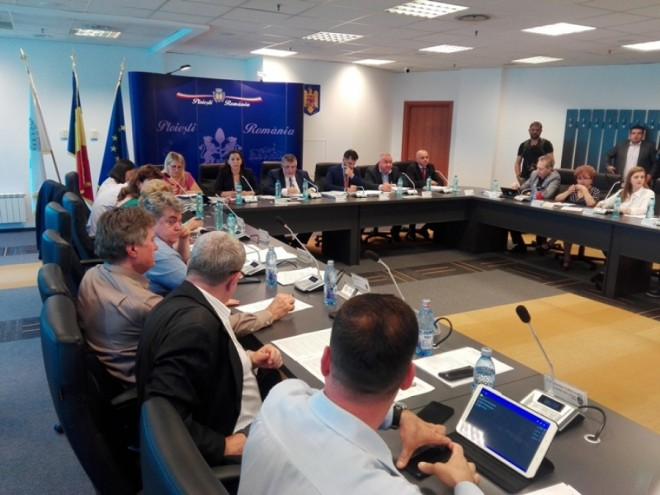 Faliment scrie pe noi! Primăria Ploieşti vrea sa imprumute alte 29 de milioane de euro pentru a-si plati creditele restante