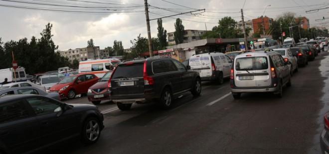 Trafic de cosmar in Ploiesti. Se asfalteaza Bulevardul Castanilor, inainte de alegeri