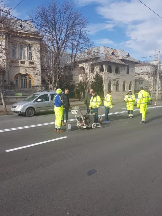 In sfarsit! Marcajele rutiere de pe Bulevard au fost refacute