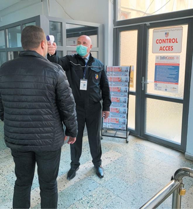 Temperatura tuturor persoanelor care intră în clădirea Palatului Administrativ din Ploiești este verificata zilnic