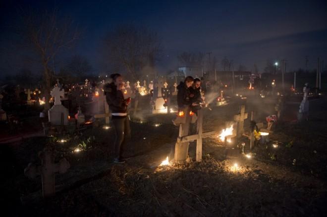 Apelul Primariei Ploiesti pentru cei care vor sa aprinda lumanari la cimitirul Mihai Bravu, de Paste