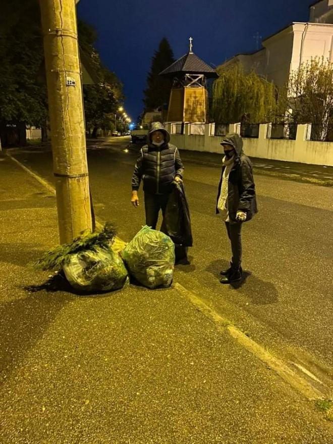 Nicio fapta buna nu ramane nepedepsita! Politia a amendat Primaria Ploiesti pentru ca voluntarii care au strans jegul de pe strazi nu au purtat masca