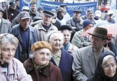 Pensionarii ies la protest, in fata Prefecturii Prahova, impotriva scumpirilor