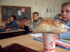 Elevii din Prahova primesc de joi LAPTELE şi CORNUL