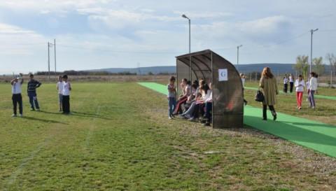Bază sportivă multifuncţională, inaugurată de Mircea Cosma la Dumbrăveşti FOTO