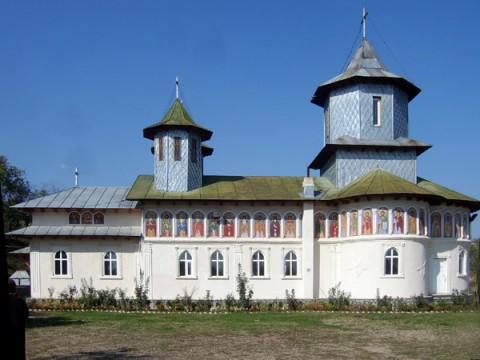 Mănăstirea Sfântul Antonie cel Mare, distrusă în incendiu, va fi refăcută cu bani de la Consiliul Local Dumbrăveşti