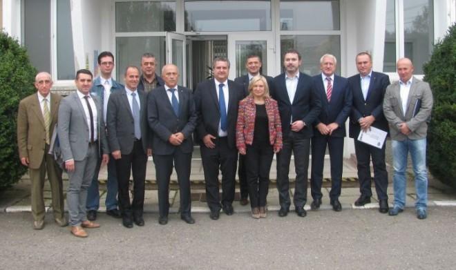 Discutii pe teme energetice si petroliere, la Ploiesti. Ministrul Razvan Nicolescu s-a intalnit cu reprezentantii CJ Prahova si ai Prefecturii