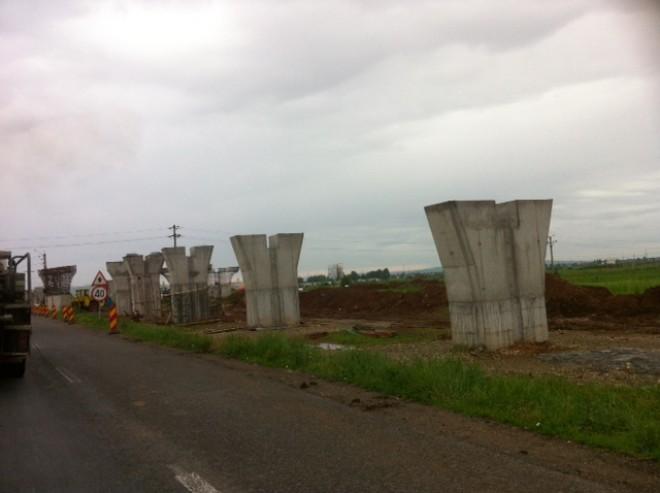 Află când va fi gata primul sens giratoriu suspendat din Prahova