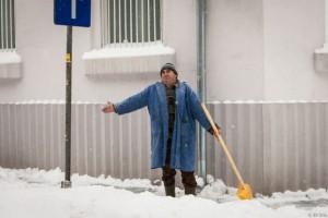 Ce AMENZI riscă ploieștenii care nu îndepărtează zăpada din fața casei sau a firmelor