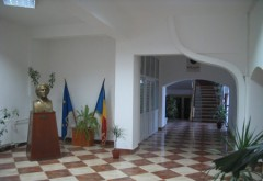 Mai multe spații comerciale din școlile din Ploiești, scoase la licitație