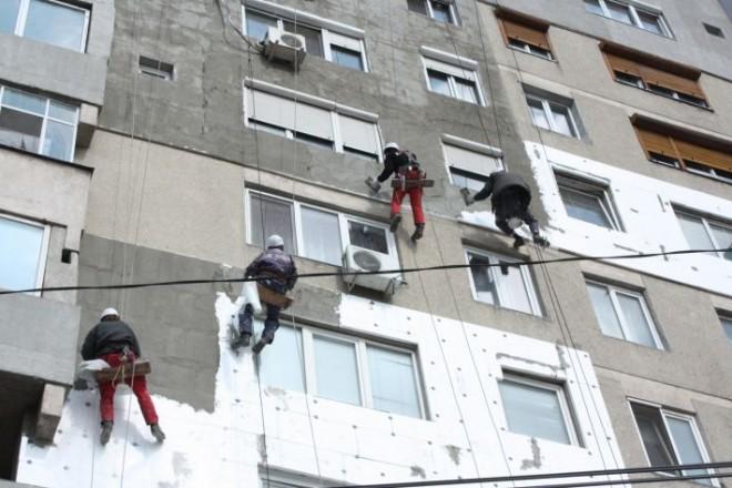 Mai multe blocuri din Ploieşti, reabilitate termic cu fonduri nerambursabile