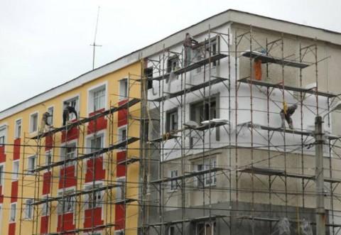 Iulian Bădescu a semnat contractul de reabilitare termică a mai multor blocuri din Ploieşti