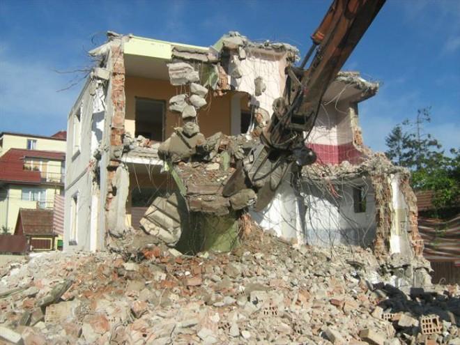 Primăria Ploiești dă bani pentru demolarea mai multor clădiri