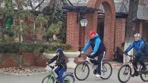 Cristian Ganea s-a plimbat cu bicicleta alături de ploieşteni, cu ocazia Orei Pământului