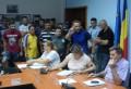 Scandal în Consiliul Local! Suporterii FC Petrolul s-au comportat ca pe maidan! Consilierii locali, incoltiti