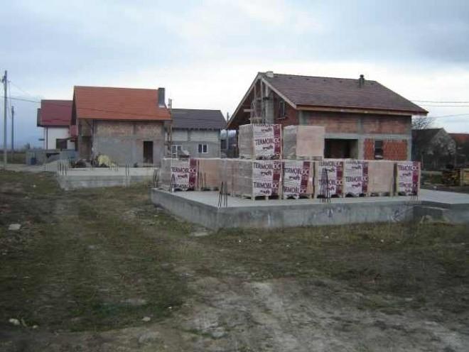 Tinerii din România primesc teren GRATUIT pentru casă de la stat. Vezi ce trebuie să faci
