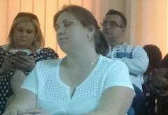 Karma loveste in Primaria Ploiesti! Nicoletei Craciunoiu i s-a rupt scaunul si s-a pravalit pe podea fix cand se discuta bugetul TCE!