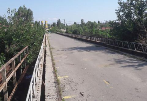 Primăria Ploieşti PROMITE că va relua licitaţia pentru podul de lemn. Vezi când ar putea începe lucrările