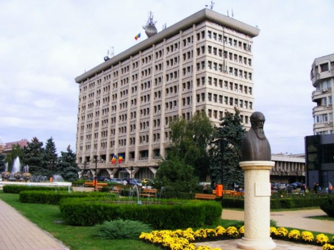 Angajatii din Primaria Ploiesti ar putea merge la cursuri de perfectionare si in alte orase din tara