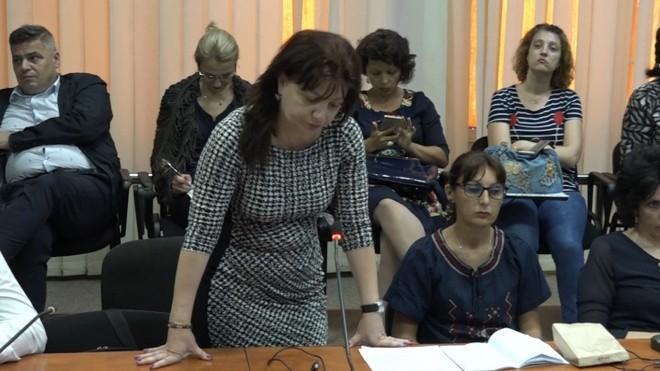 """""""Febletea"""" lui Prunã, angajata la Primaria Ploiesti, incaseaza salariul cu toate ca nu prea dã pe la muncã"""