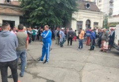 Protest spontan la SGU Ploiesti. Angajatii nu si-au mai primit salariile si se tem ca vor fi dati afara
