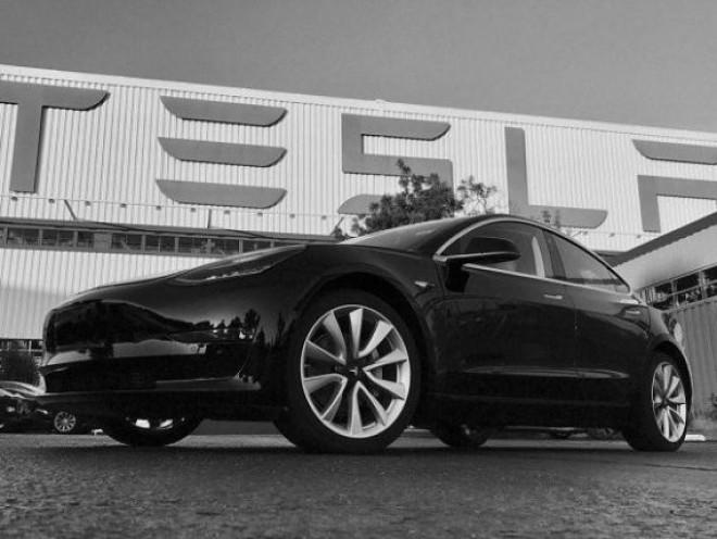Tesla intră în Europa. Cât va costa cea mai ieftină versiune Model 3