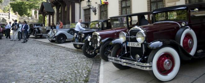 """La Sinaia, va avea loc """"Concursul de Eleganta"""", cu masini de epoca. Parada, in fata Castelului Peles"""
