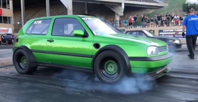 VIDEO. Aşa ceva nu aţi mai văzut: un VW Golf cu două motoare! În cât timp atinge 100 km/h
