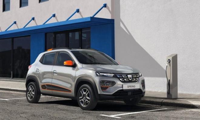 Mii de comenzi pentru maşina electrică de la Dacia