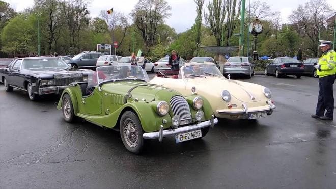 Expoziție de mașini de epocă în parcarea Ploiești Shopping City