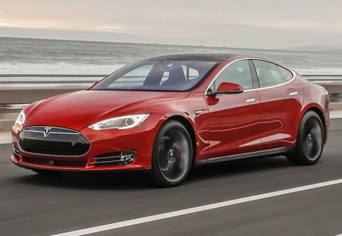 Primul accident mortal cu o mașină Tesla pe pilot automat