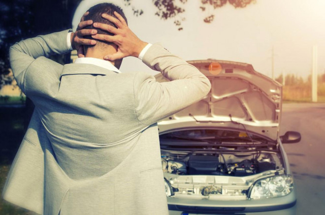 7 greșeli pe care le faci zilnic la volan și care îți strică mașina