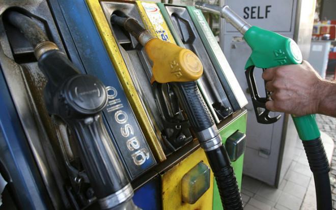 Preţul carburanţilor va exploda! Cât costă de mâine un litru de benzină şi de motorină!