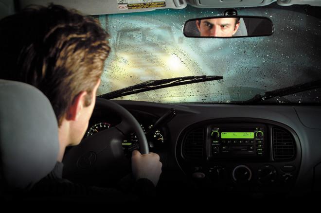 7 sfaturi pentru a conduce masina de inchiriat pe timp de ploaie