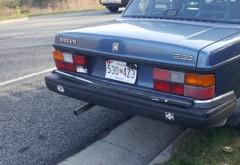 Accident între un Volvo din anii '80 şi o KIA modernă. Care mașină a suferit mai multe avarii - imagini incredibile