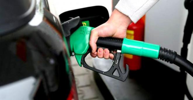 ANALIZĂ / Prețul carburanților a trecut de 6 lei pe litru, unele sortimente se vând cu 6,4 lei. Cine este de vină