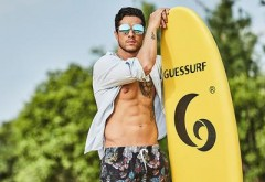 O companie produce pantaloni de plajă din sticle de plastic reciclate! E nevoie de 20 de PET-uri pentru o pereche