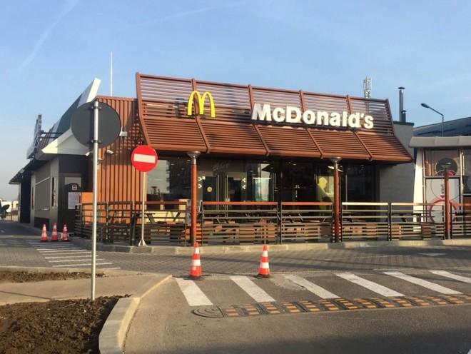 Criză pe piața forței de muncă din România - McDonald's aduce angajați din țări exotice