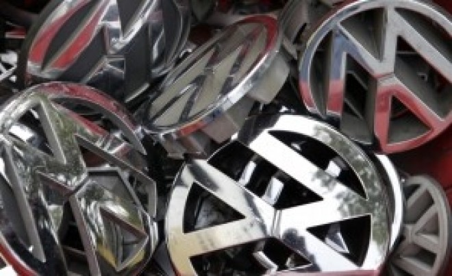 Grupul Volkswagen amână pe termen nedefinit reluarea producţiei