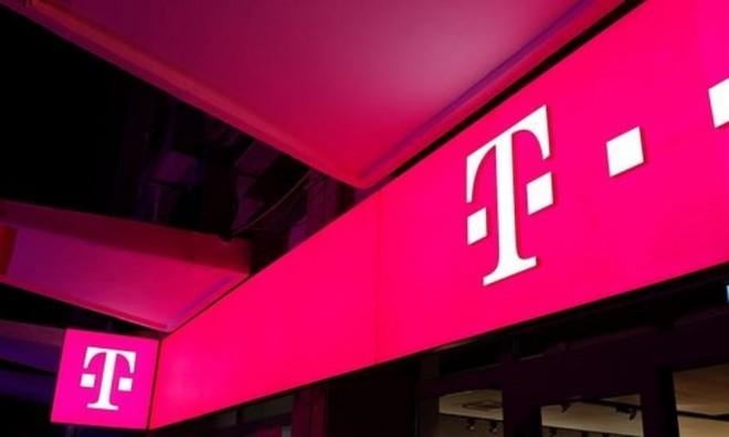 """Telekom, anchetata pentru ca cere taxe stabilite """"din burta"""""""