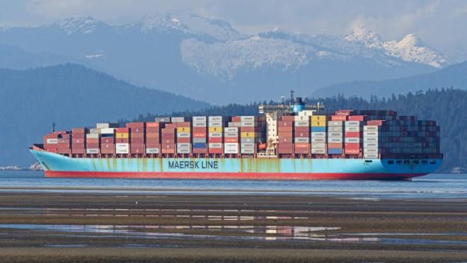 Containerele încărcate cu mărfuri au început să cadă peste bord de pe navele de transport. Mărfuri de milioane de dolari ajung în mare