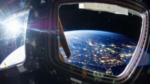 Compania miliardarului Jeff Bezos (Amazon) începe vânzarea biletelor pentru călătorii spațiale. Cât va fi prețul unui bilet