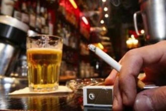 Primul bar din România în care se fumează LEGAL: Cum au fentat patronii legea