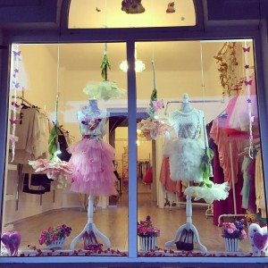 Carla Fashion Boutique organizează un CONCURS de Valentine's Day. Participă şi poţi câştiga o ROCHIE SUPERBĂ!