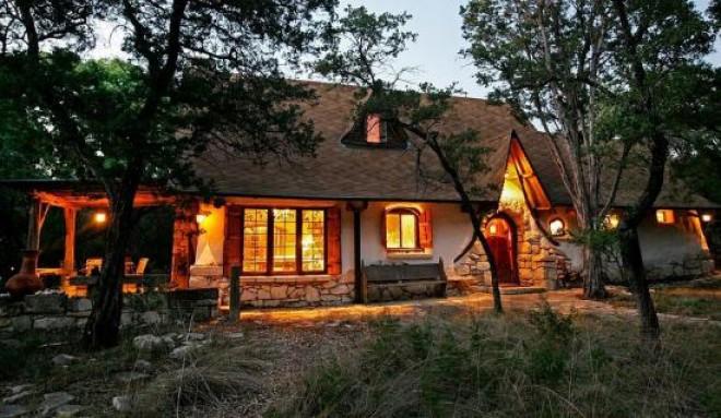 Proiect UNIC în România. Aşa arată casa care costă 1000 de EURO FOTO