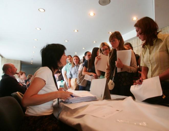 LOCURI DE MUNCĂ. Aproape 18.000 de posturi vacante. Cele mai multe în Bucureşti şi Prahova