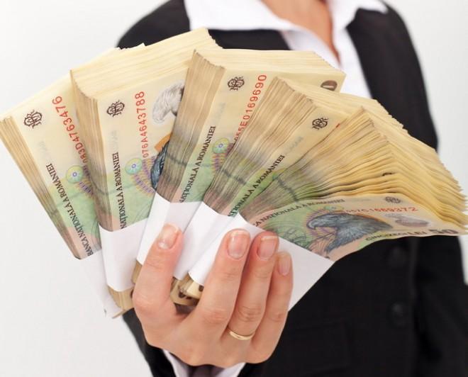 În ce domenii lucrează românii cu cele mai mari salarii