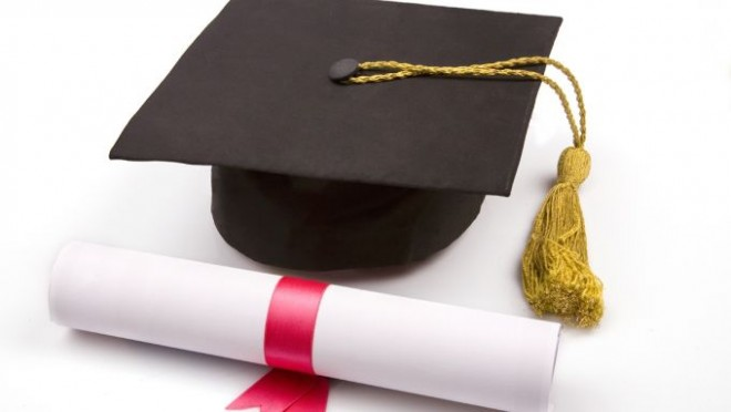 Diploma care îţi dublează salariul imediat după absolvire. Ce SACRIFICII sunt, însă, necesare